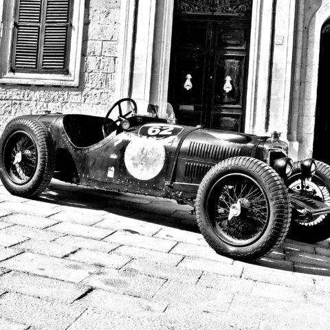 vintage-racing-car-1142438_1920